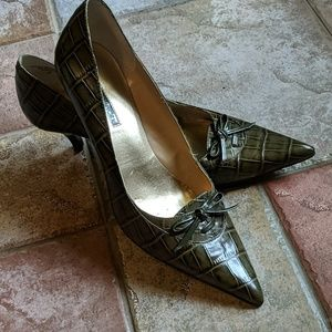Jones of New York Green Crocodile Leather Pump